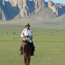 centro Mongolia paesaggio_uomo a cavallo