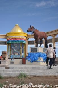 212 1339 HF Arvakheer_ monumento cavalli nadaam