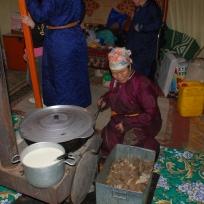 212 1389 HF centro Mongolia Gher_in cucina